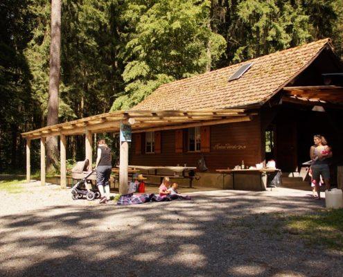 Schöner Außenbereich im Forsthaus Volketswil.